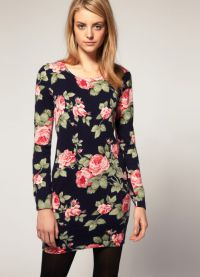 Sukienka z kwiatowym nadrukiem 1
