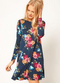 Sukienka z kwiatowym nadrukiem 3