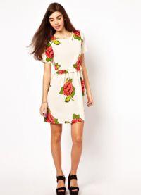 Sukienka z kwiatowym nadrukiem 4