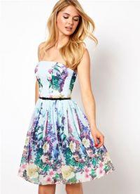 Sukienka z kwiatowym nadrukiem 6