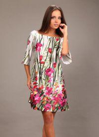 Sukienka z kwiatowym nadrukiem 7
