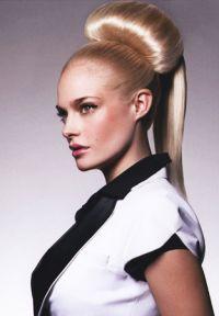 Празнични прически за дълга коса 8
