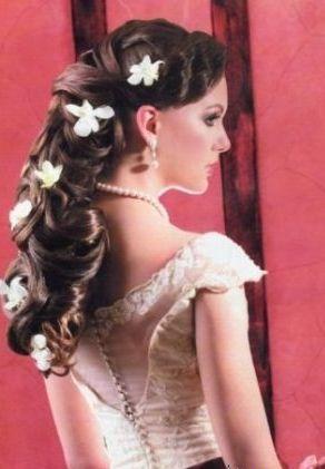 Празнични прически за дълга коса 9