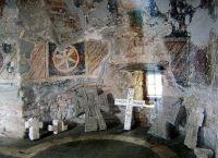 Фрески, сохранившиеся на стенах монастыря