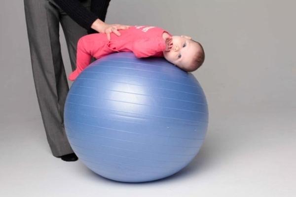 fitball dla niemowląt 1