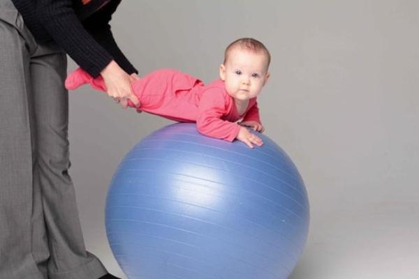 Fitball dla niemowląt 2
