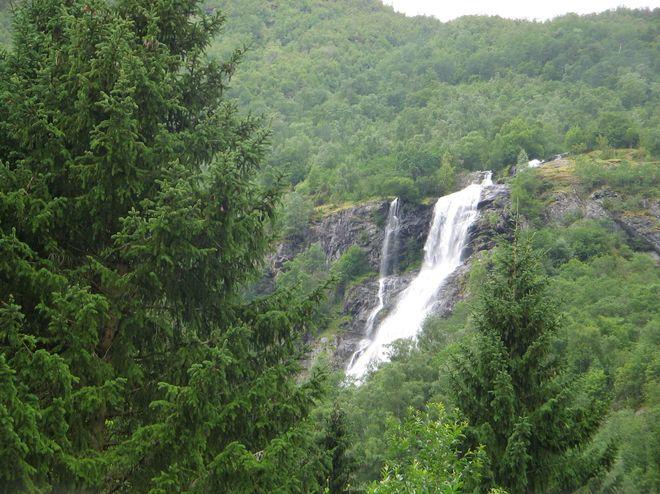 Водопад Brekkefossen