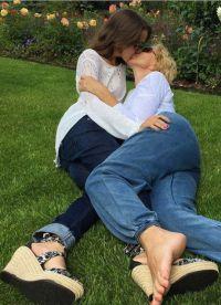 Российская певица Любовь Успенская обнародовала снимок поцелуя в губы