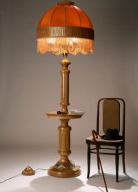 Lampa podłogowa ze stołem1