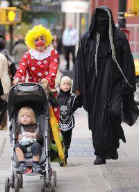 Наоми Уоттс и Лив Шрайбер на Хэллоуин в 2011 году