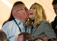Джерри Холл и  Руперт Мердок выглядят счастливыми