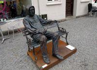 Памятник бездомным в городе Картемине