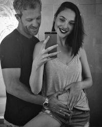 Галь Гадот сообщила о своей беременности в Instagram