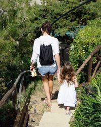 Актриса часто публикует снимки своей 5-летней дочери Альмы