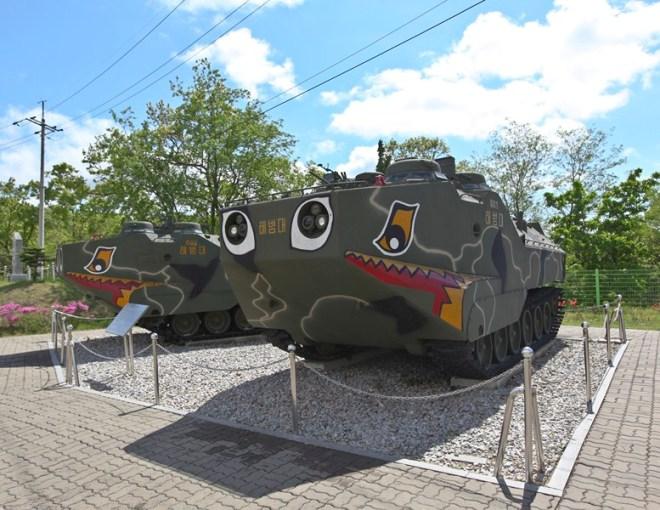 Парк военной техники напротив Северой Кореи