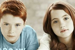 dzieci bliźnięta chłopiec i dziewczynka