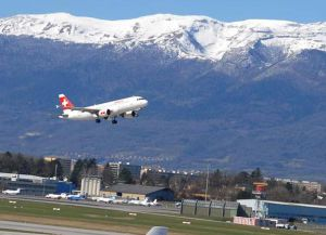 Взлет самолета авиакомпании Swiss Airlines