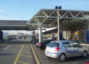 Главный вход в здание аэропорта