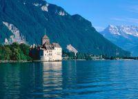 Шильонский замок на берегу озера