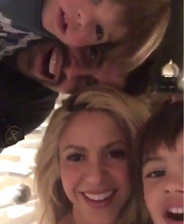 Жерар Пике и Шакира с детьми