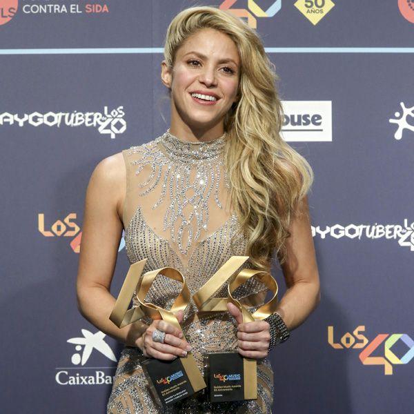 Шакира с наградой