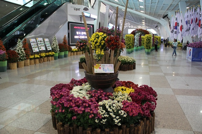 Холл во время выставки цветов