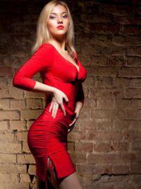 dziewczynka w czerwonej sukience 1