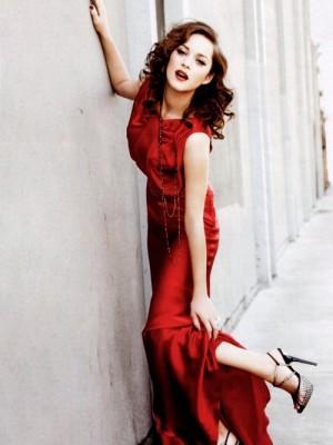 dziewczyna w czerwonej sukience 4
