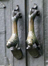 Ручки двери собора Гроссмюнстер