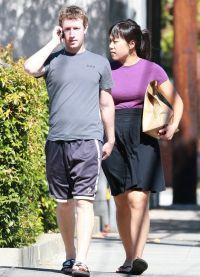 Марк Цукерберг гуляет со своей женой