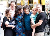 Ронни Вуд с детьми и внуками