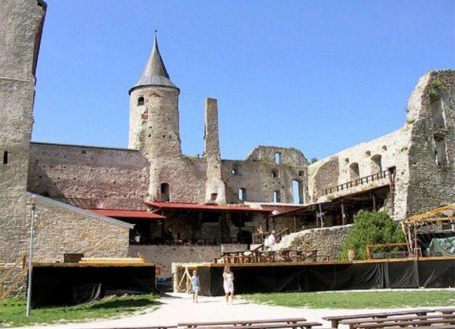 Богатая старинная архитектура города Хаапсалу