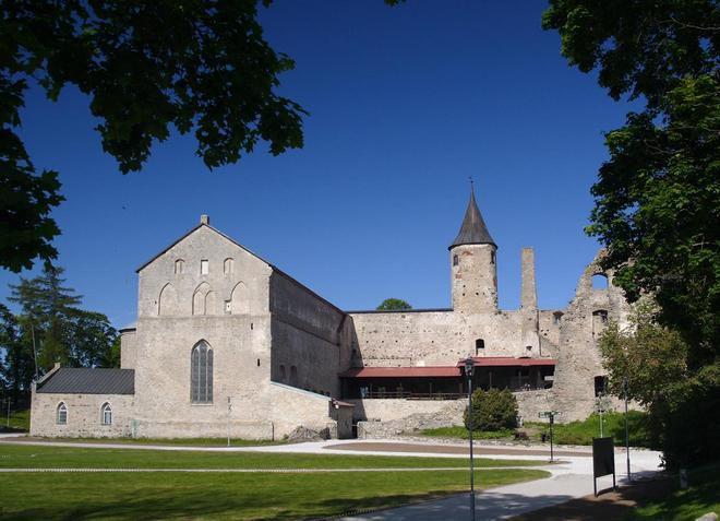 Средневековый Епископский замок