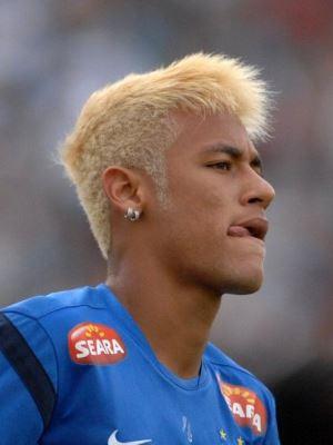 Неймар пробовал себя в качестве блондина