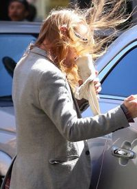 Длинные волосы делали Калкина женственным