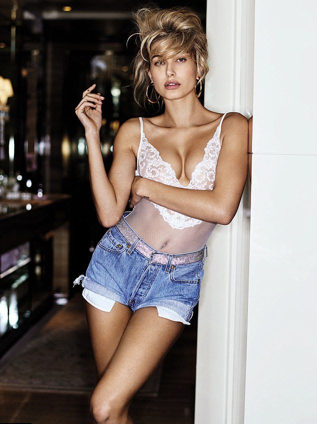 Хейли Болдуин на страницах журнала Maxim