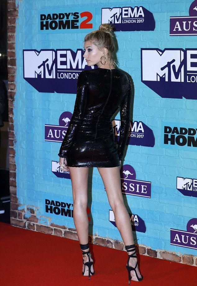 Хейли Болдуин на премии MTV EMA 2017
