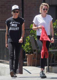 Кристен Стюарт и Алисия Каргайл на улицах Лос-Анджелеса