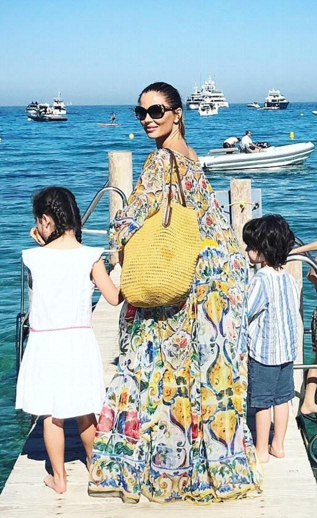Джорджина Чапман с сыном и дочерью