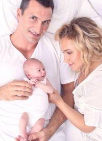 Малышка Кайя Евдокия с мамой и папой