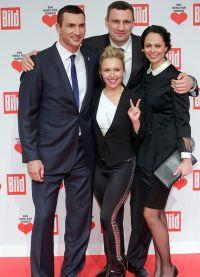 Братья Владимир и Виталий Кличко с супругами -- Хайден и Натальей