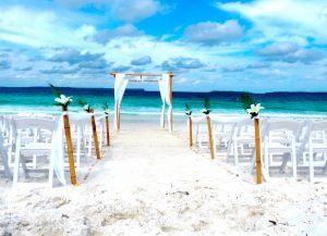 На побережье часто проводят свадебные церемонии