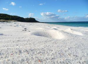 Белоснежный песок на пляже Хаймс