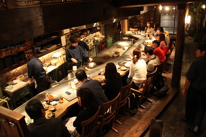 Ресторан в центре города Okonomiyaki restaurant