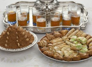 Празднование Ураза-байрам - традиционный обеденный стол
