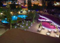 Вечером у бассейна отеля Stamatia