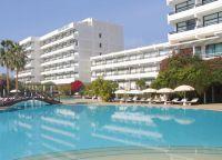 Отель Grecian Bay