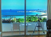 Впечатляющие виды на море из окон отеля Grecian Sands