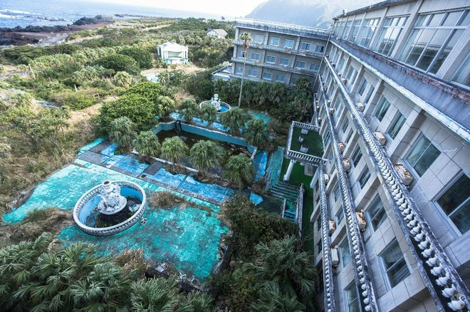 Заброшенный отель Hachijo Royal, пустующий с 2006 года
