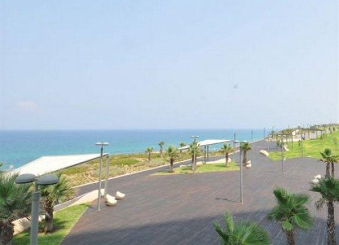 Отель Island Luxurious Suites Hotel